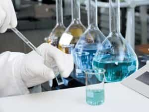 Trabalho de auxiliar de laboratório de análises clínicas é especial, diz TRF-3