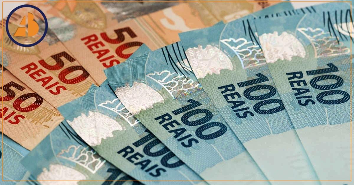 Regra para reajuste do salário mínimo é contestada por aposentados