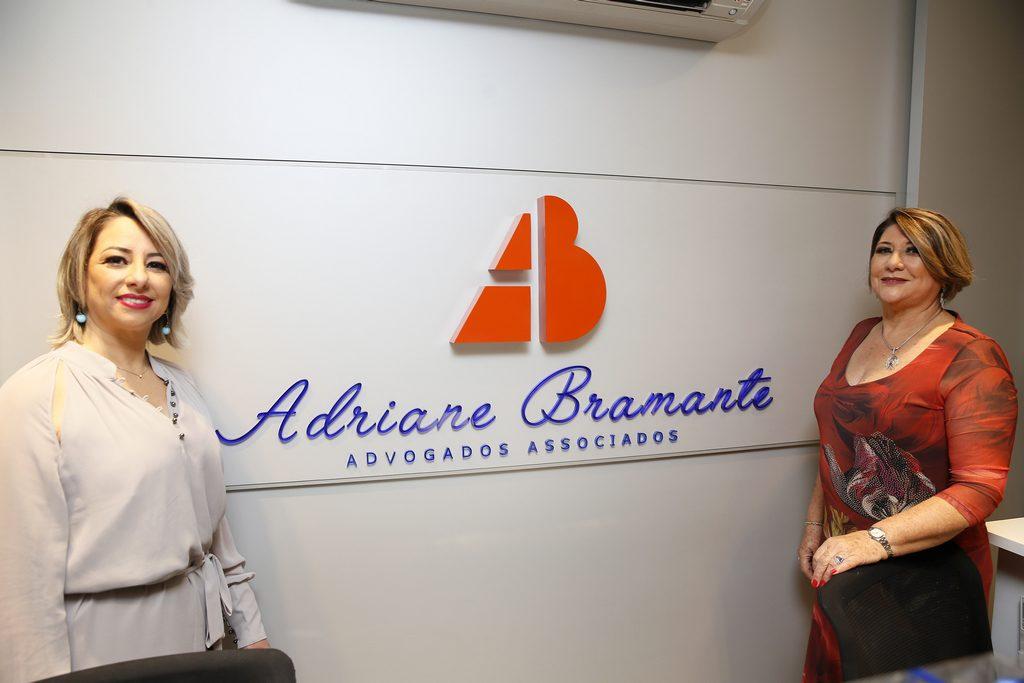 Adriane Bramante ao lado da mãe, advogada e fundadora da empresa Bramante Previdência,Sueli Bramante.