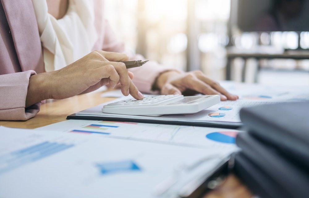 Análise de Processos e Cálculos de Renda Mensal
